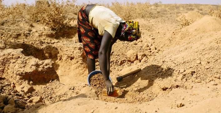 Trabalhadora em jazida de ouro. Imagem: Ollivier Girard do Center for International Forestry Research (CIFOR) / Flickr / Creative Commons