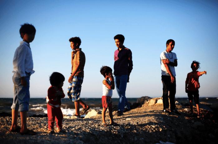Família de solicitantes de asilo afegã na ilha de Lesvos, na Grécia. Foto: UNHCR / G. Moutafis