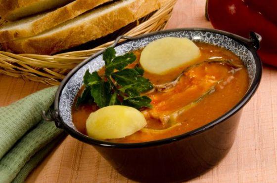 Halászlé - węgierska zupa rybna