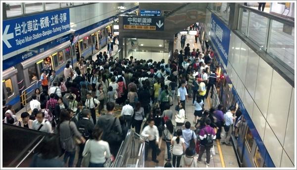 Crowded8