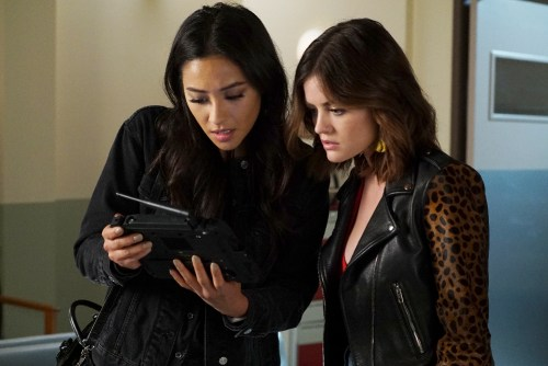 "PRETTY LITTLE LIARS - ""Hold Your Piece"" - The Liars focus their energy on finding Jenna, in ÒHold Your Piece,Ó an all-new episode of FreeformÕs hit original series ÒPretty Little Liars,Ó airing TUESDAY, MAY 2 (8:00 Ð 9:02 p.m. EDT). (Freeform/Eric McCandless) SHAY MITCHELL, LUCY HALE"