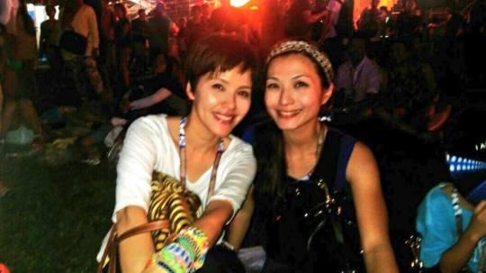 Zoe Tay and Vivian Lai at J.Lo's concert. (Photo: Shah Salimat for Popspoken)