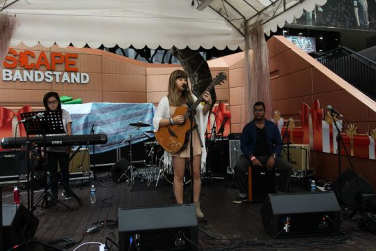 Joie Tan playing at The Bandstand before rain set in.