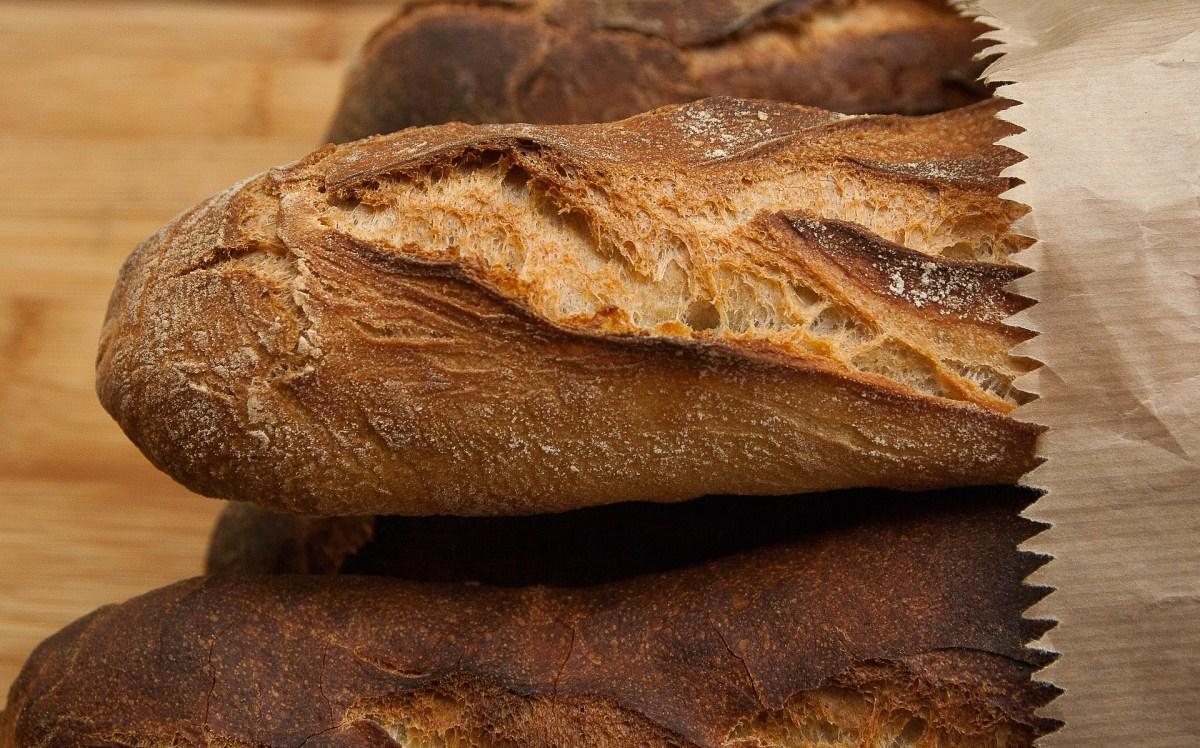 Czerstwe pieczywo: jak przywrócić świeżość chleba lub bułek