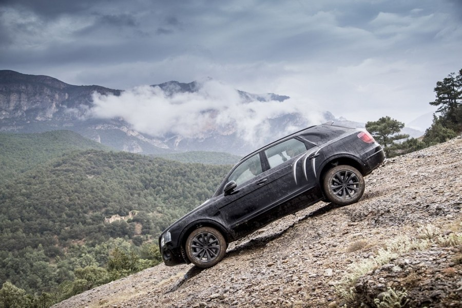 the-bentley-bentayga-goes-off-road-in-northern-spain-1