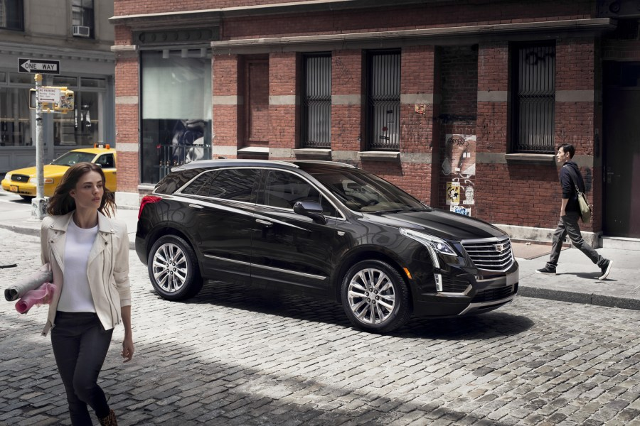 The-2017-Cadillac-XT5-is-a-Bigger-Lighter-SRX-01