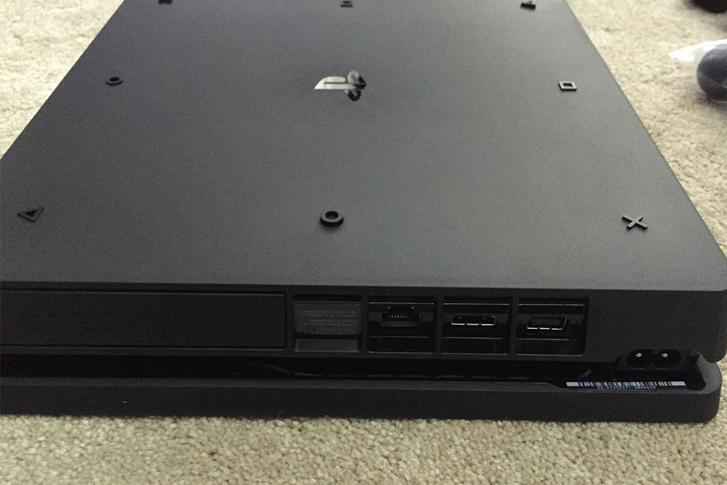 playstation-4-slim-leaked-photos-2