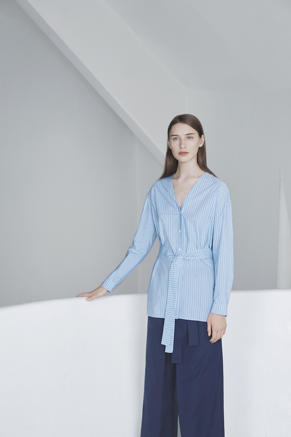cos-agnes-martin-guggenheim-fw2016-lookbook-mens-womens-10