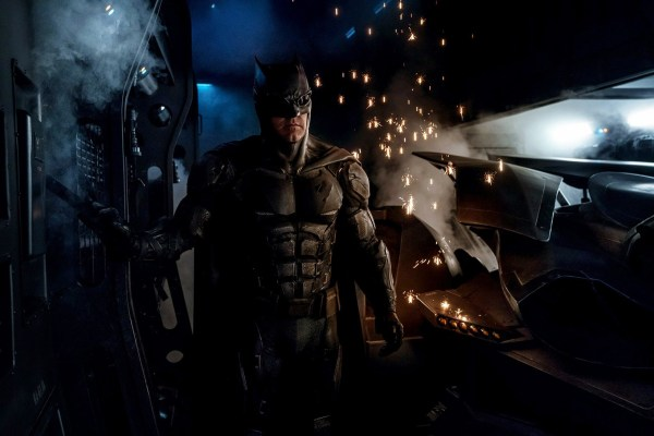 justice-league-zack-snyder-batman-tactical-batsuit-1