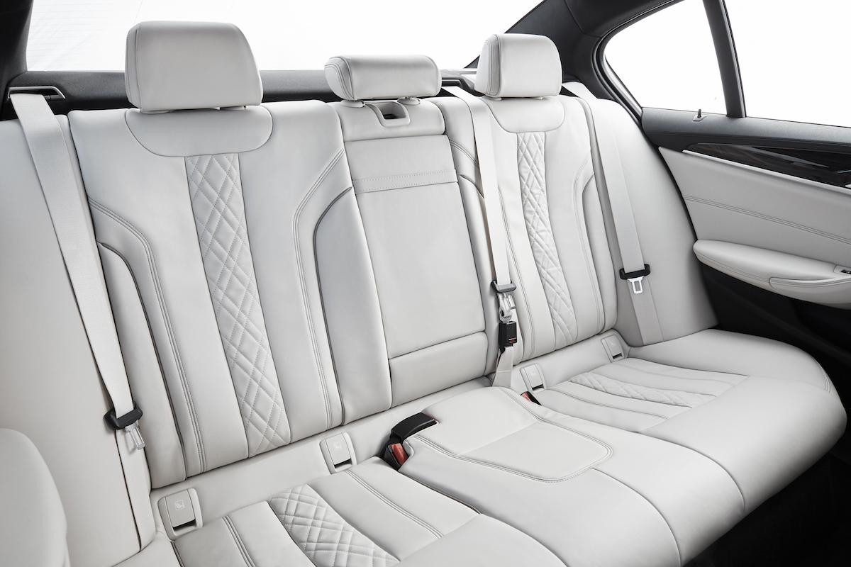 bmw-2017-5series-sedan-6