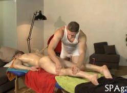 Sexo com o cliente na massagem.