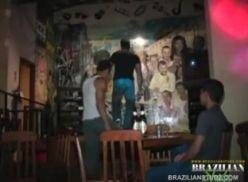 Brasileiros em cena porno gay.