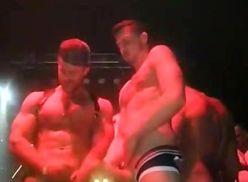 Video amador em show de gogoboys sarados.