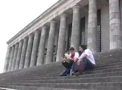 Jovens gays fazendo um video amador.