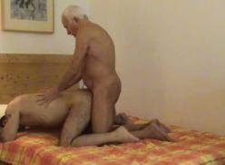 Sexo louco com um velho.