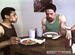Três gays fazendo sexo juntos.