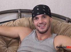 Gatinho gay pelado na webcam