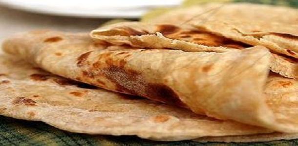 O chapati é um pão indiano, cuja receita leva apenas farinha de trigo integral, ghee ou óleo, sal e açúcar mascavo. É uma forma saudável de se consumir o trigo, ao contrário dos pães de confeitaria e industrializados