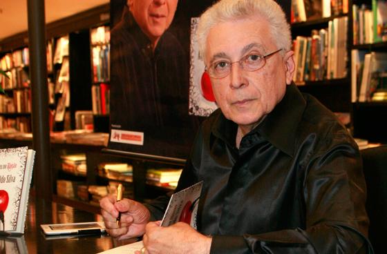 Leão Lobo comemora aposentadoria de Aguinaldo Silva: