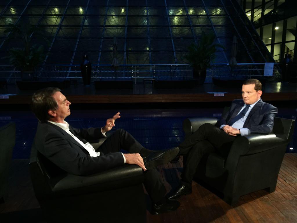 Roberto Cabrini entrevista Jair Bolsonaro no Conexão Repórter deste domingo
