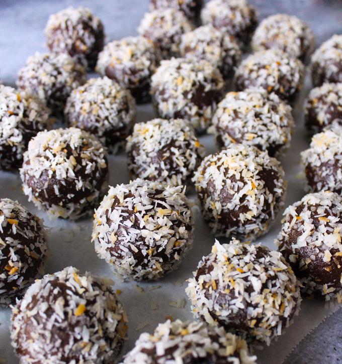 ChocolateCoconutDonutHoles5