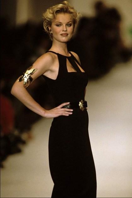 Eva Herzigova wearing Oscar De La Renta Spring Summer 1993