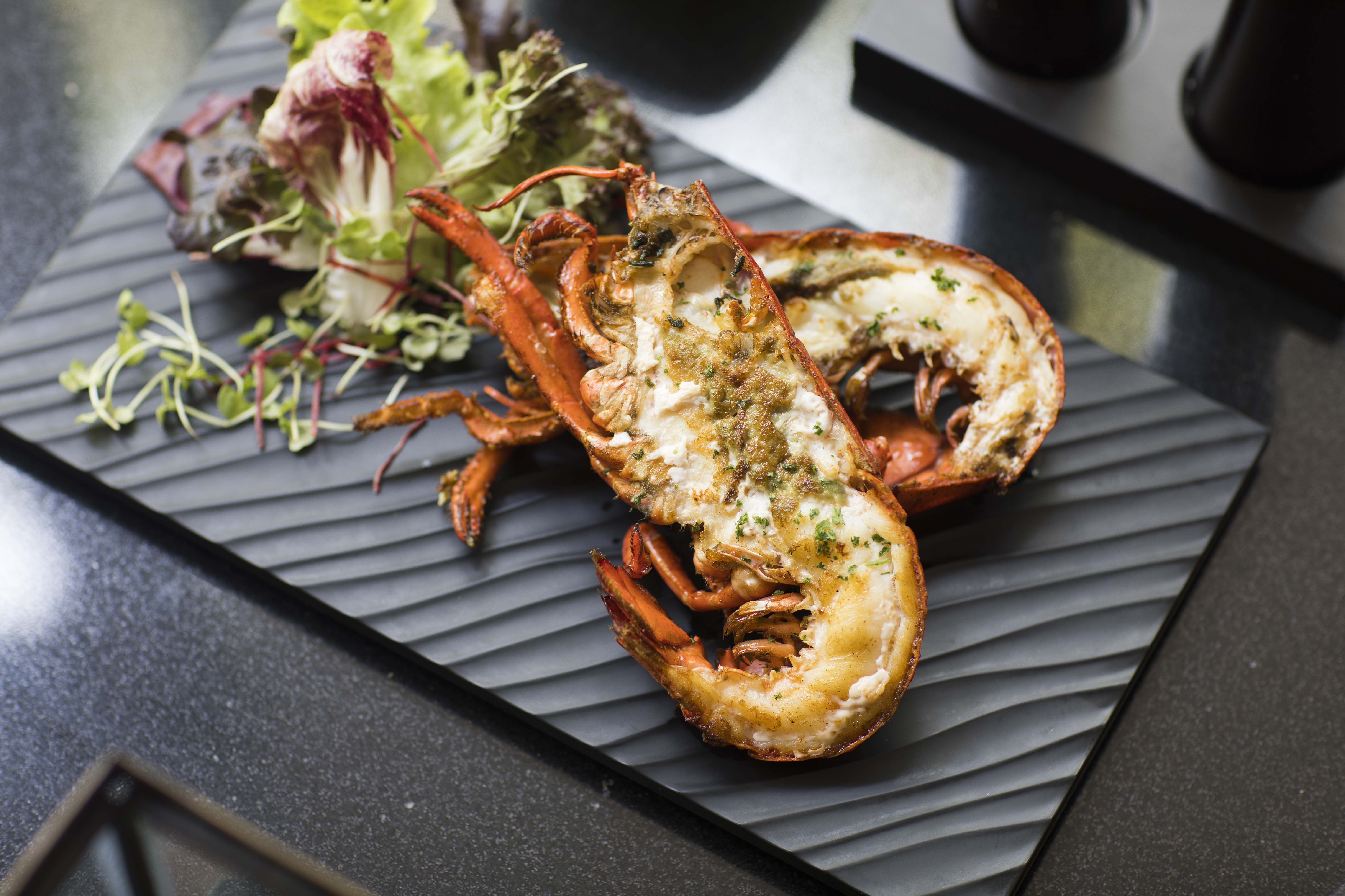 01.Unlimited Grilled Lobster_Sunday Brynch Extravaganza at The Rain Tree Cafe - The Athenee Hotel