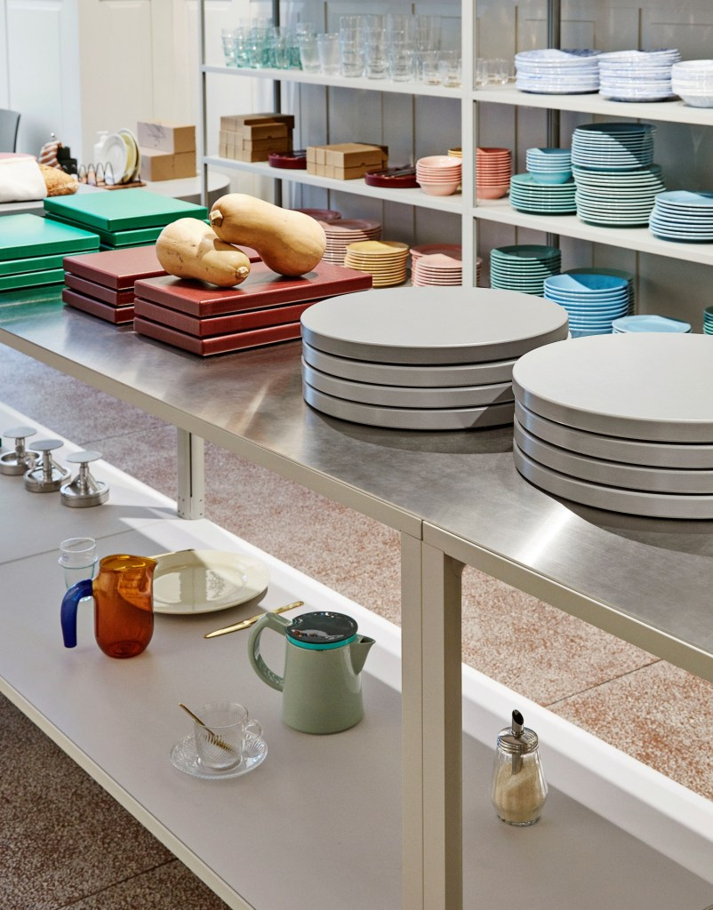 New Order Shelving System, light grey_Rainbow Family_Chopping Boards_HAY Aarhus