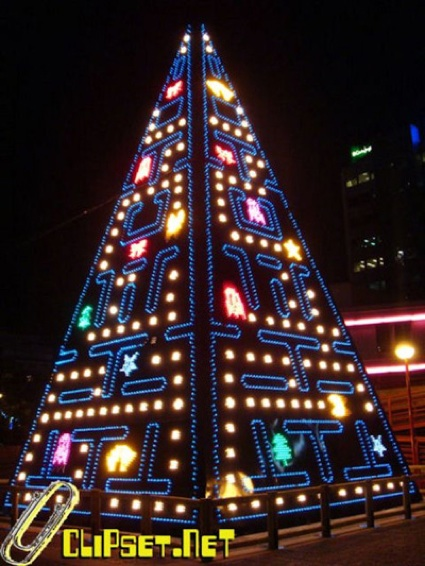 pac-man_xmas_tree