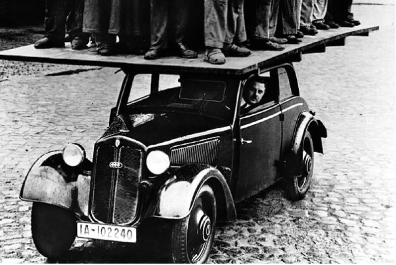 Плакат, демонстрирующий прочность крыши DKW F7, 1939 г.