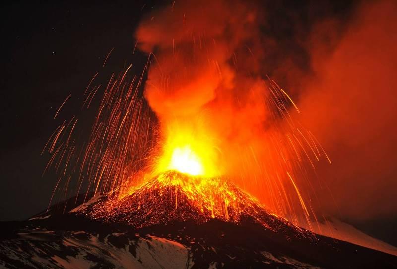 Мощный взрыв зафиксирован на о. Сицилия.