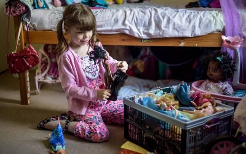 Играть с куклами - любимое занятие ребёнка.