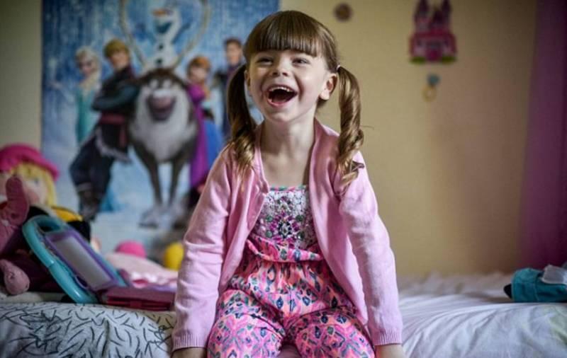 Мальчик с 3-х лет начал носить наряды для девочек.