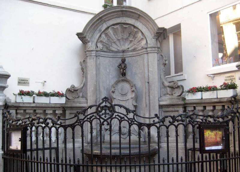 Брюссель необычные памятники