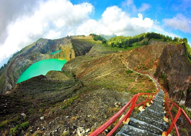 Вулкан Келимуту, озера Келимуту, цветные озера в Индонезии, Индонезия достопримечательности, Индонезия чудеса природы