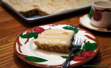 Caramel apple cake single