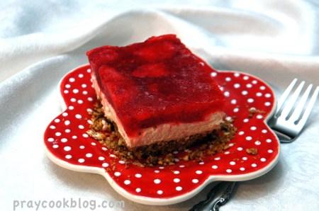 Strawberry Pretzel Salald