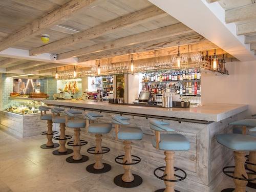 Granger co premier construction news for Piccolino hotel decor