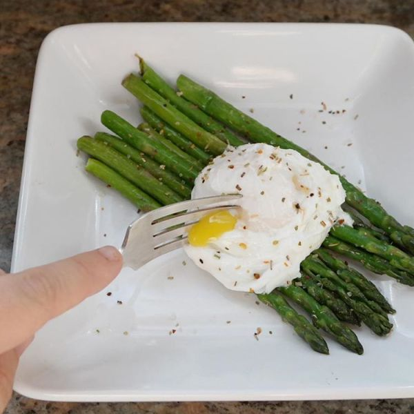 Happy Friday! This mornings breakfast is asparagus and poached egghellip