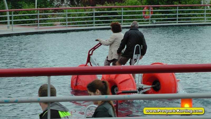 Futuroscope pretpark Frankrijk - Waterfiets attractie