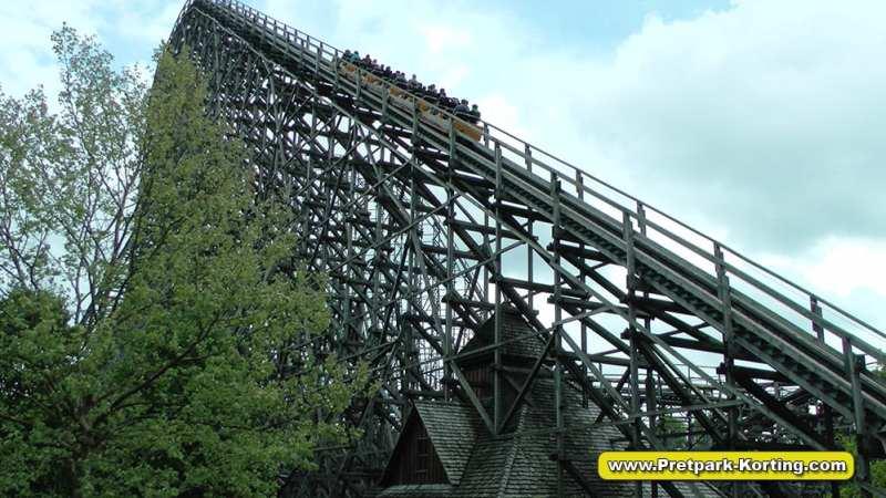 Heidepark Colossos houten achtbaan