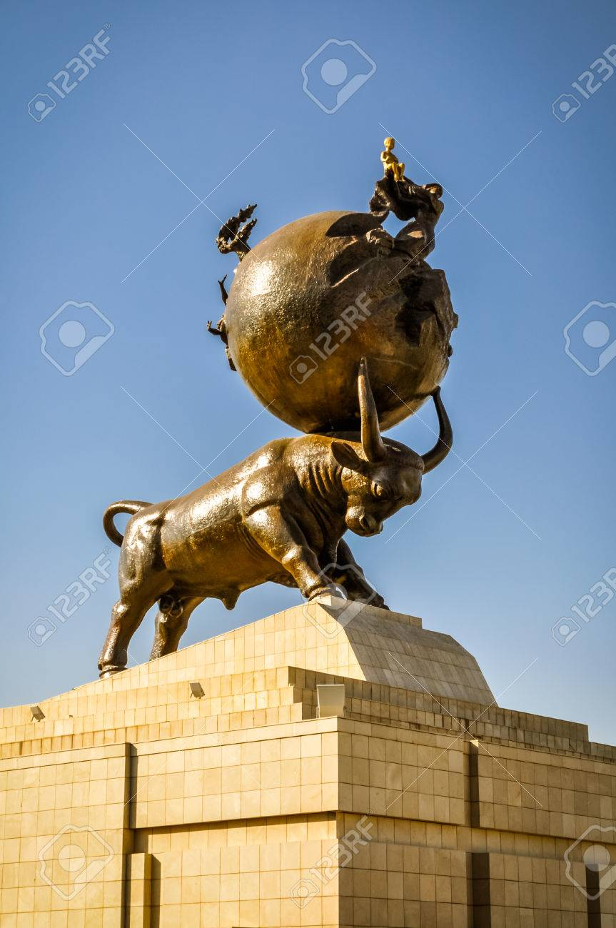 Soothing Sculpture Large Ball On Its Horns Standing Famous Free Standing Sculpture Free Standing Sculpture Crossword Clue Bull Large Ball On Its Horns Standing On Stonybase Photo Bull Sculpture Photo houzz 01 Free Standing Sculpture