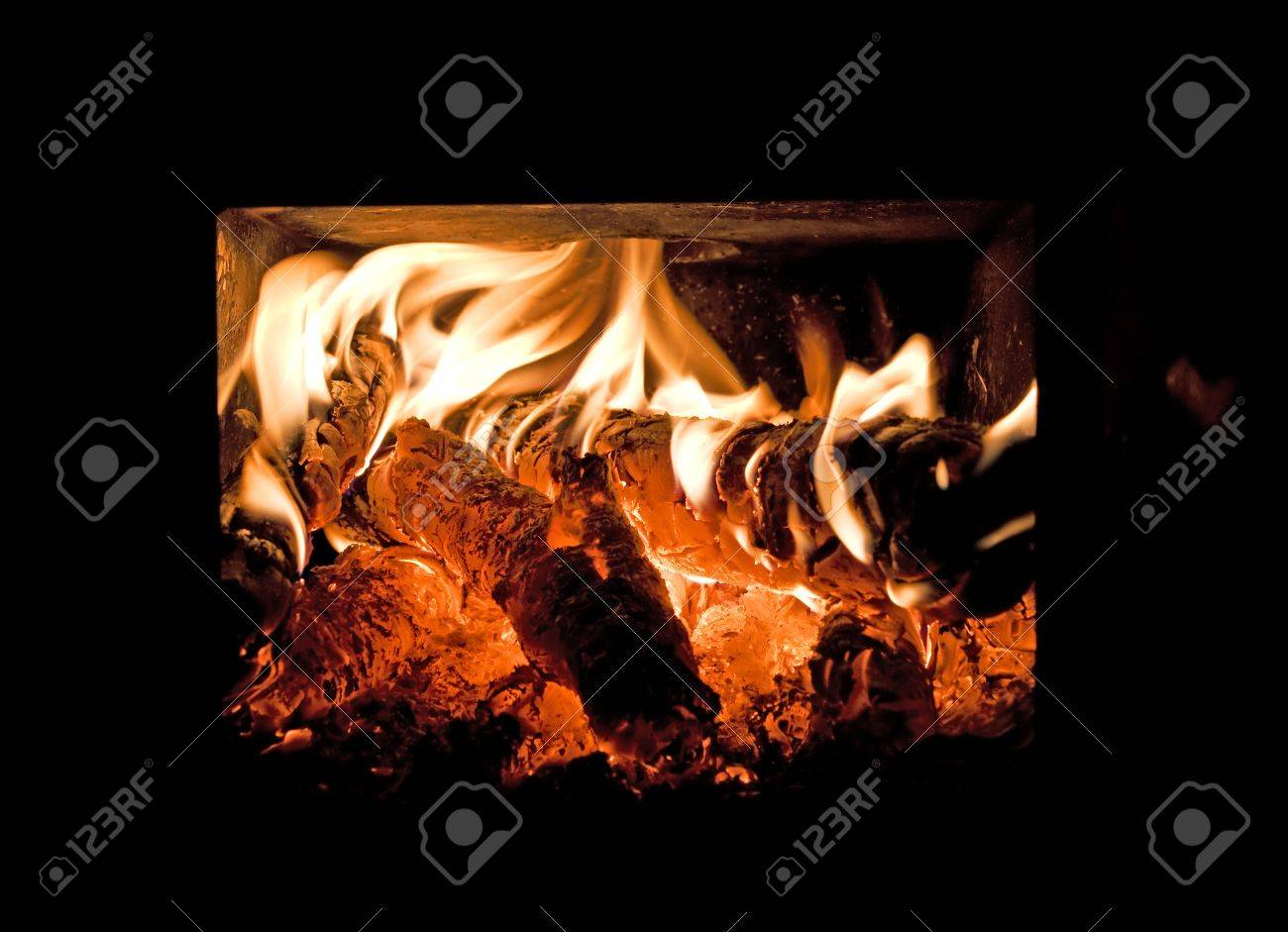 Peaceably Glo Primo Glo Dealers Heat Royalty Heat A Wood Burner Stock Photo Flames A Wood Burner Stock Glow Flames Glow houzz 01 Heat And Glow