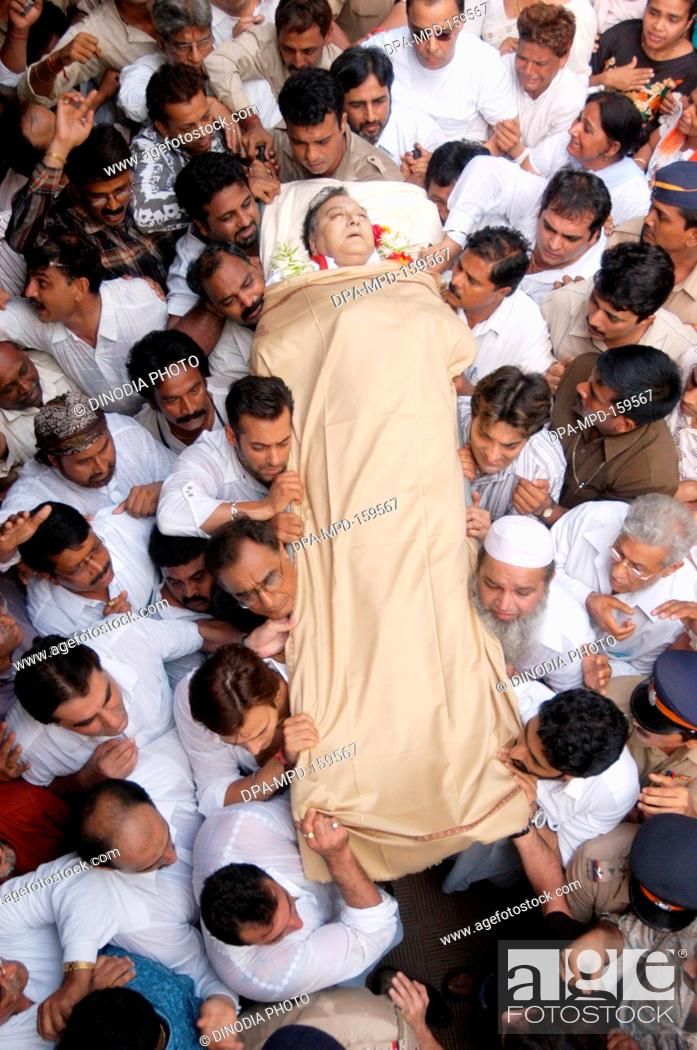 People thronged to have last look of Sunil Dutt born as Balraj Dutt     Stock Photo   People thronged to have last look of Sunil Dutt born as  Balraj Dutt actor and politician in Bandra   Bombay Mumbai   Maharashtra    India NO MR