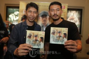 film-filosofi-kopi-the-movie-goes-to-makassar_20150416_134549