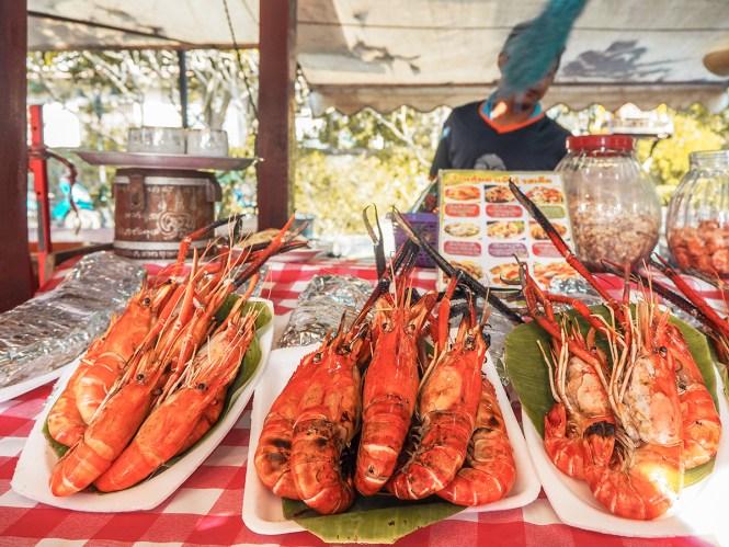 Camarões em Chatuchak Market - Onde comer em Bangkok