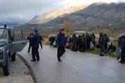 Korçë, ndalohen 16 sirianë, mes tyre 9 fëmijë