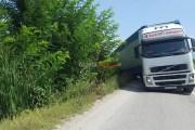 Në terminalin e Prizrenit rrëshqet kamioni i madh (Foto)