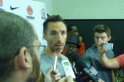 Steve Nash scrum