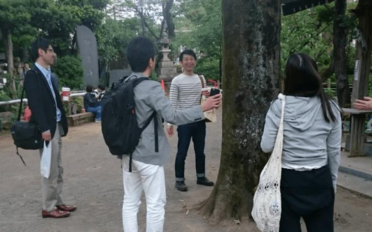 千駄ヶ谷鳩森神社社殿の前のご神木